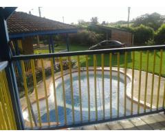 Casa con piscina.
