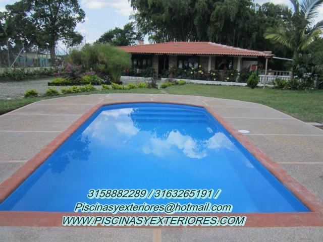 Jacuzzis tinas minipiscinas piscinas en fibra de vidrio for Piscinas portatiles colombia